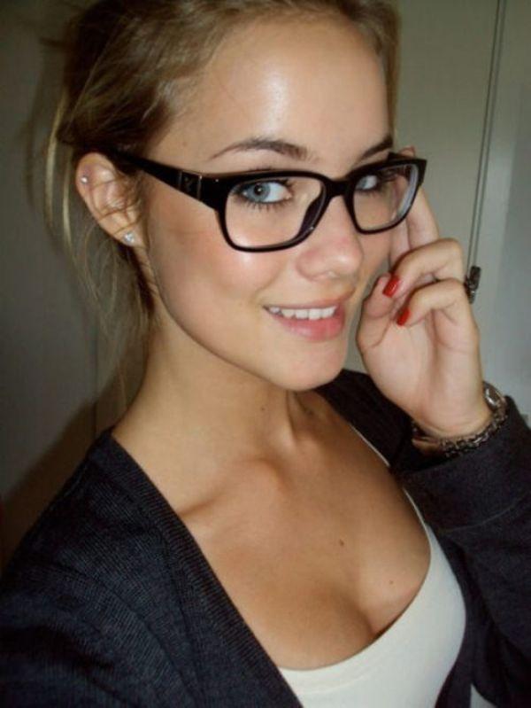 Любительские фото девушек в очках